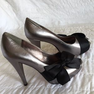 Peep toe satin bow pumps